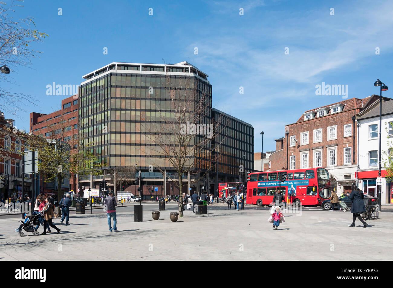 High Road, Wood Green, London Borough of Haringey, Greater London, England, United Kingdom - Stock Image