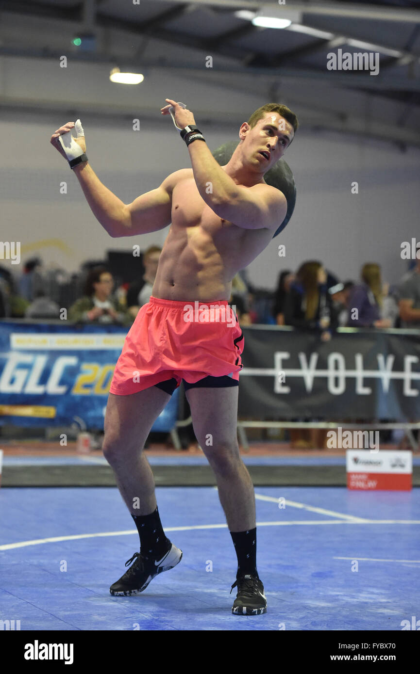 Cross Fit competition Male competitor  Determined effort  Sand ball Pink shorts, torso, muscles - Stock Image