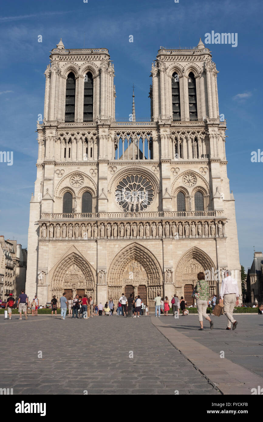 Members of the public walking next to remarkable building in Paris. France  Pic Pako Mera - Stock Image