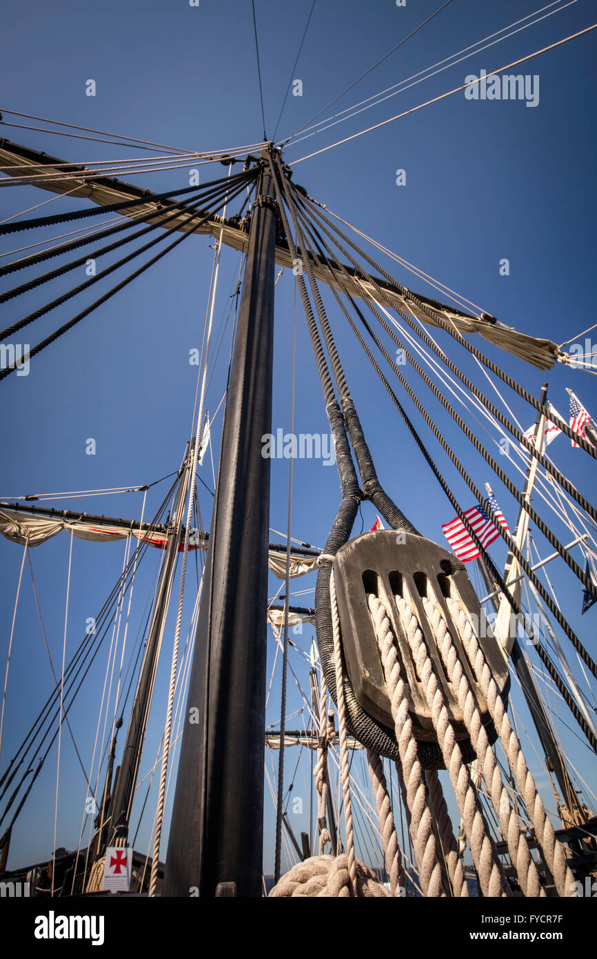 Main mast and rigging on a replica of Christopher Columbus' ship, Nina, docked in Ft. Myers, Florida, USA - Stock Image