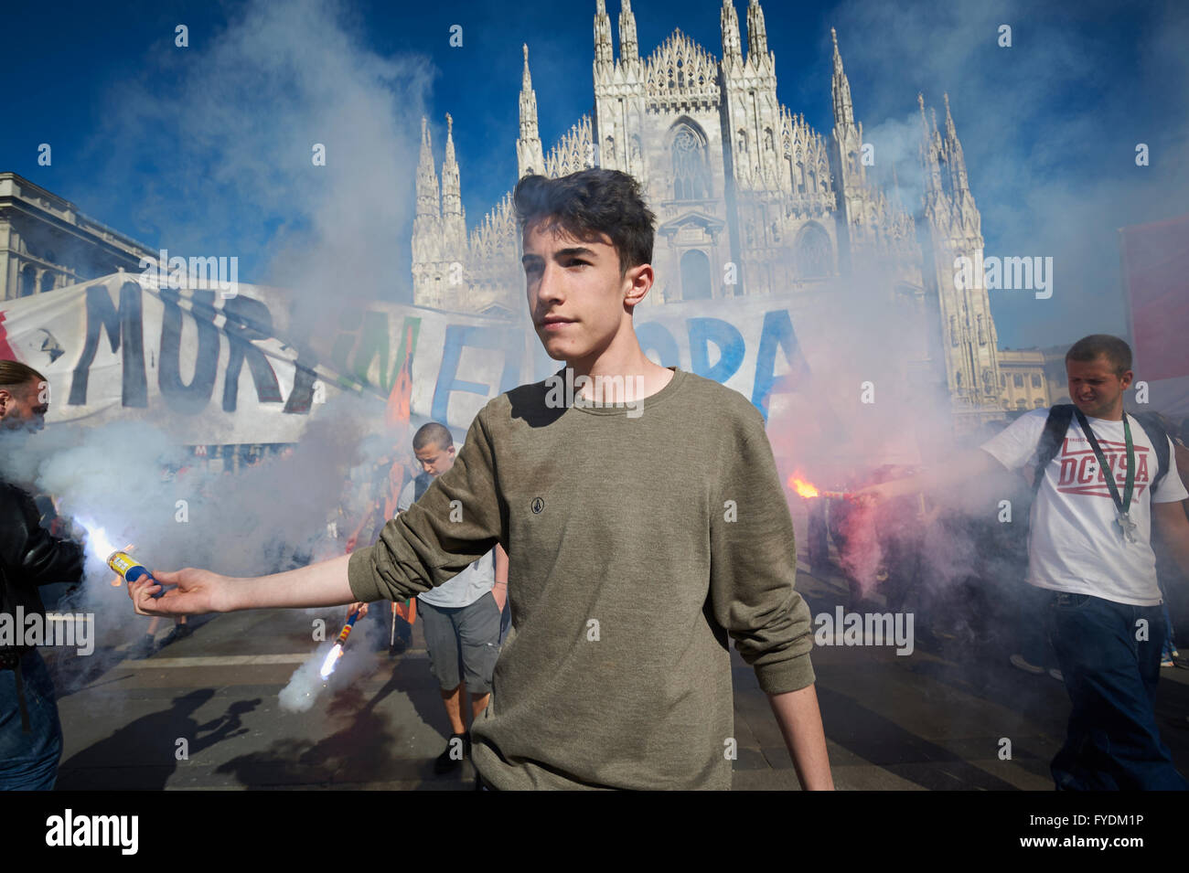 Milan, Italy, 25th April, 2016. No Borders at the Liberation Day Parade in Duomo Square. Credit:  Valeria Ferraro/Alamy - Stock Image