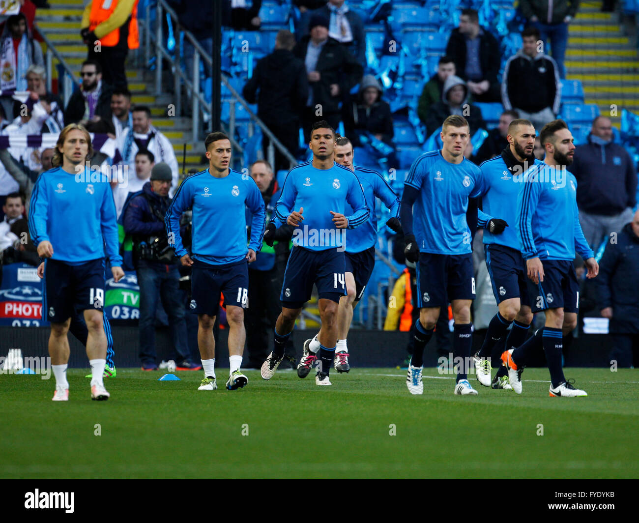 the best attitude 0ff83 363f1 Real Madrid Players Warm Up Stock Photos & Real Madrid ...