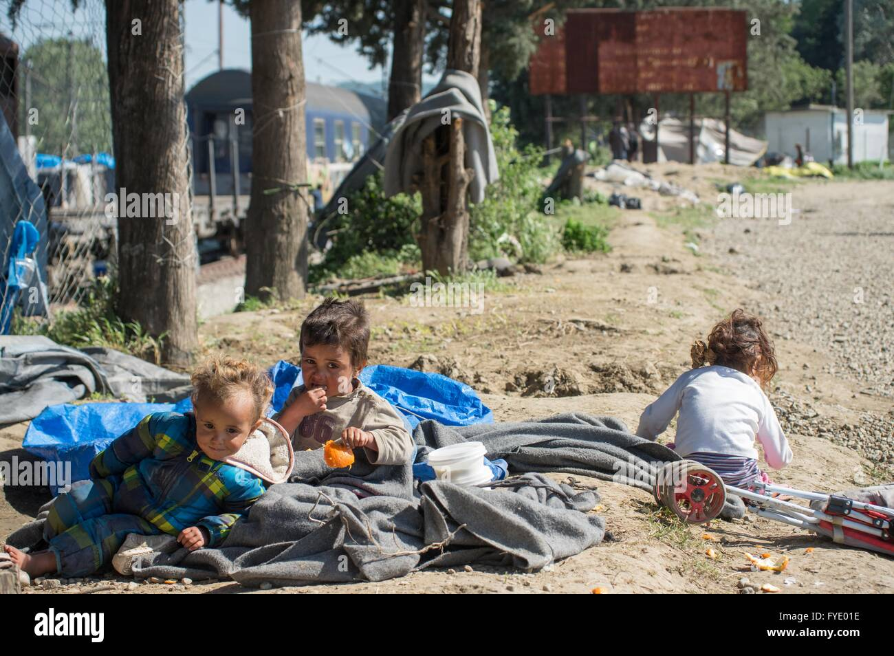 Idomeni, Greece. 26th Apr, 2016. Refugee children are being forced to stay outdoor as the high wind destroyed their - Stock Image