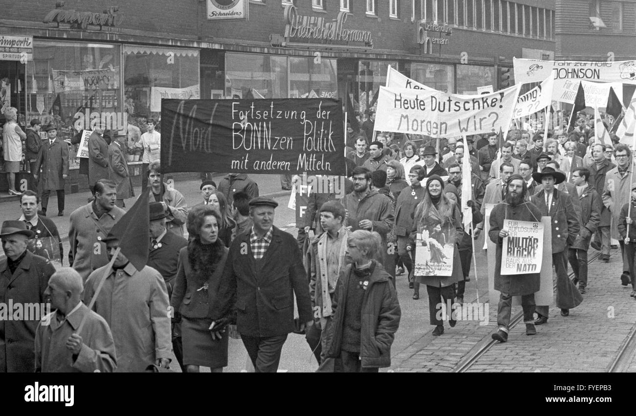 About 1,500 participants start the Easter March from Duisburg to Oberhausen on 13 April in 1968. They present banners, - Stock Image