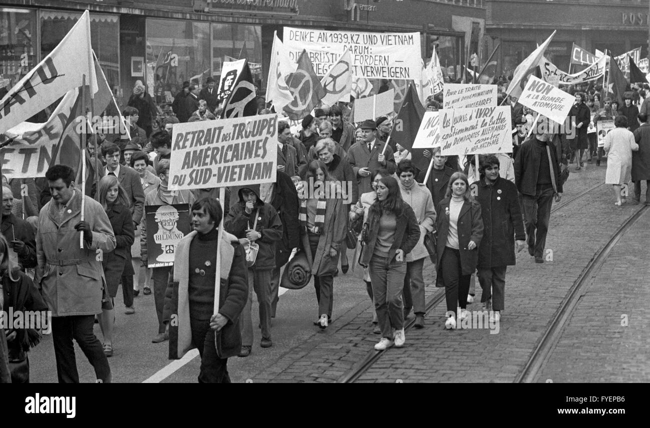 About 1,500 participants start the Easter March from Duisburg to Oberhausen on 13 April in 1968. They present banners. - Stock Image