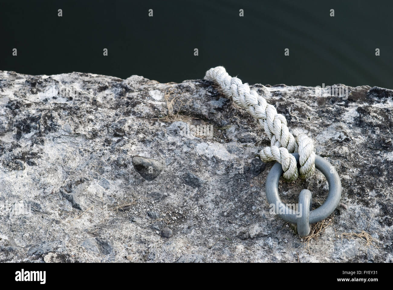 Rope secured to metal ring - Stock Image