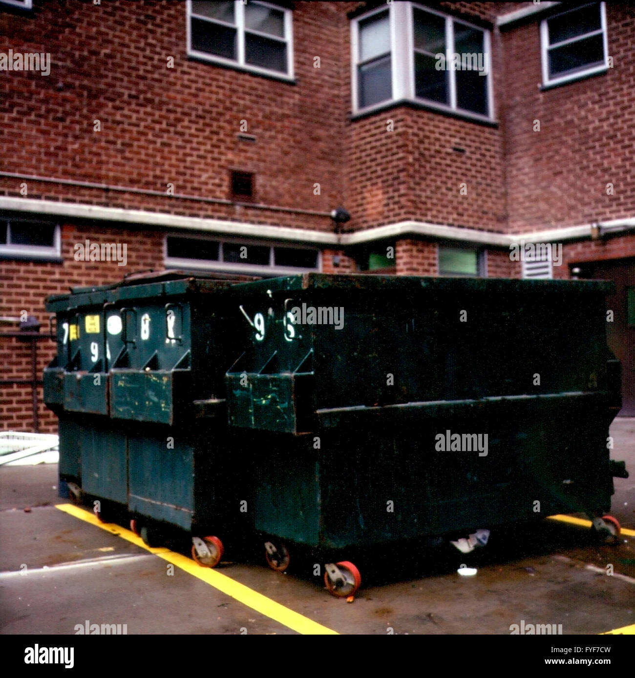 Dumpsters behind an apartment building in New York in September 2003. (© Richard B. Levine) - Stock Image