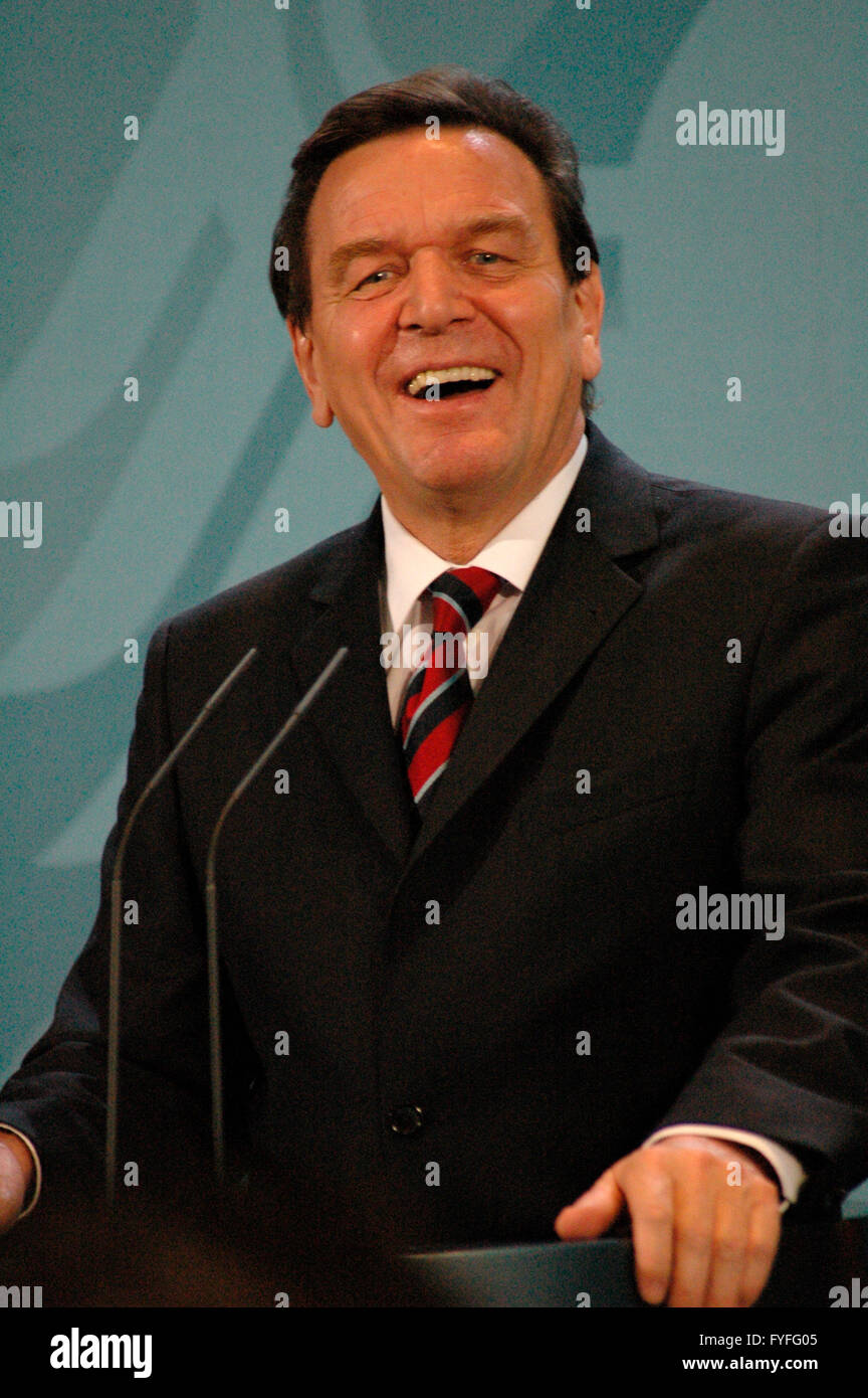 Bundeskanzler Gerhard Schroeder am 18. November 2004 im Bundeskanzleramt, Berlin-Tiergarten. - Stock Image