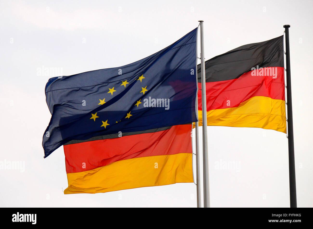 Europa und Deutschland-Fahnen -  nach der Wahl Joachim Gaucks zum neuen Bundespraesidenten, Bundesversammlung, Reichstagsgebaeud - Stock Image