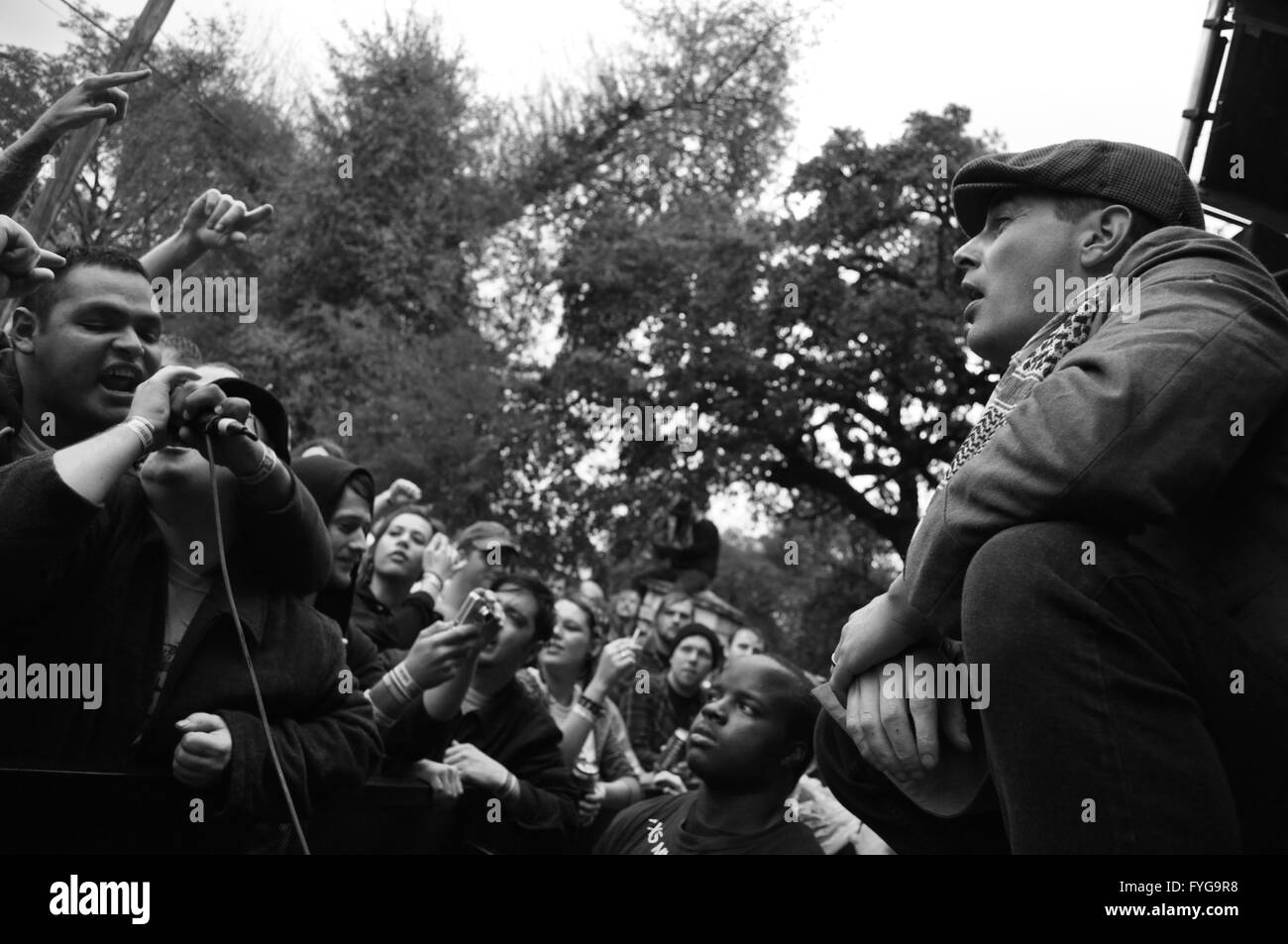 Mike McColgan of the Street Dogsgetting the crowd involved with their set at Fun Fun Fun Fest in Austin, TX (2008) - Stock Image