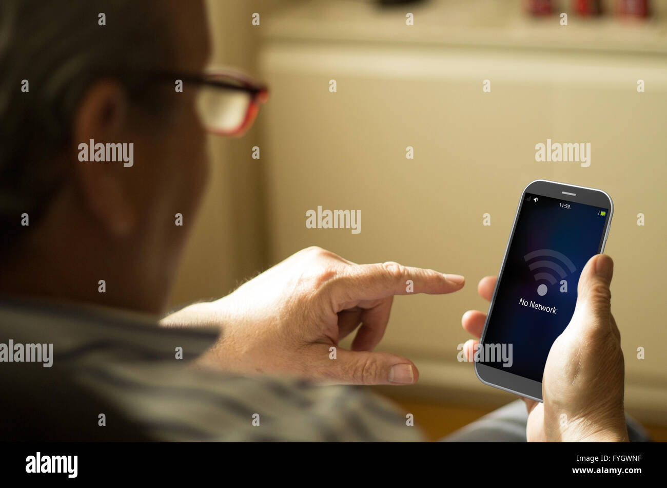 bad coverage concept: Senior man with no network screen on a 3d generated smartphone. Screen graphics are made up. - Stock Image