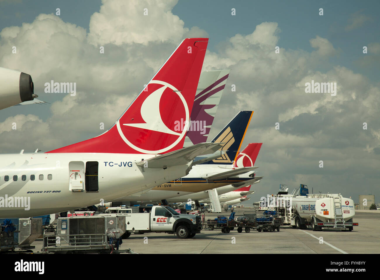 Airliners on the tarmac at Istanbul Airport, Turkey.  Aircraft from Turkish Airlines, Qatar Airlines, and Singapore - Stock Image