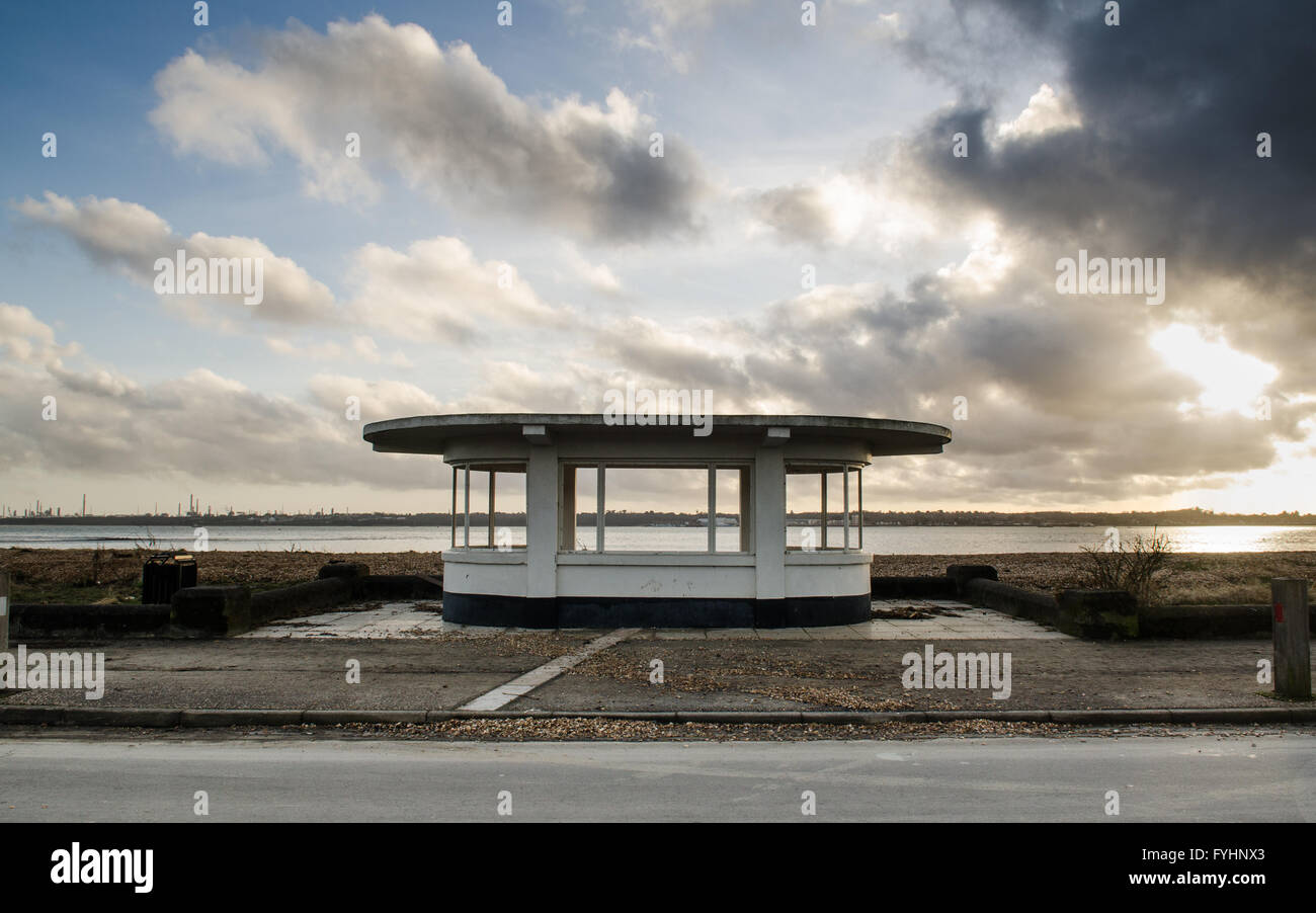A 1930s modernist beach shelter at Weston Shore on Southampton Water. - Stock Image