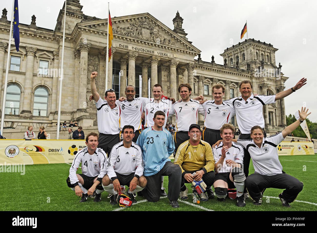 A cheering German blind football team, Berlin - Stock Image