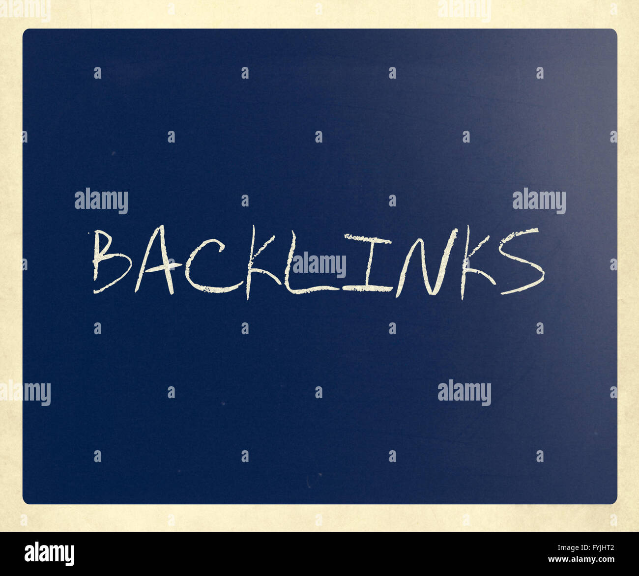 The word Backlinks handwritten with white chalk on a blackboard - Stock Image