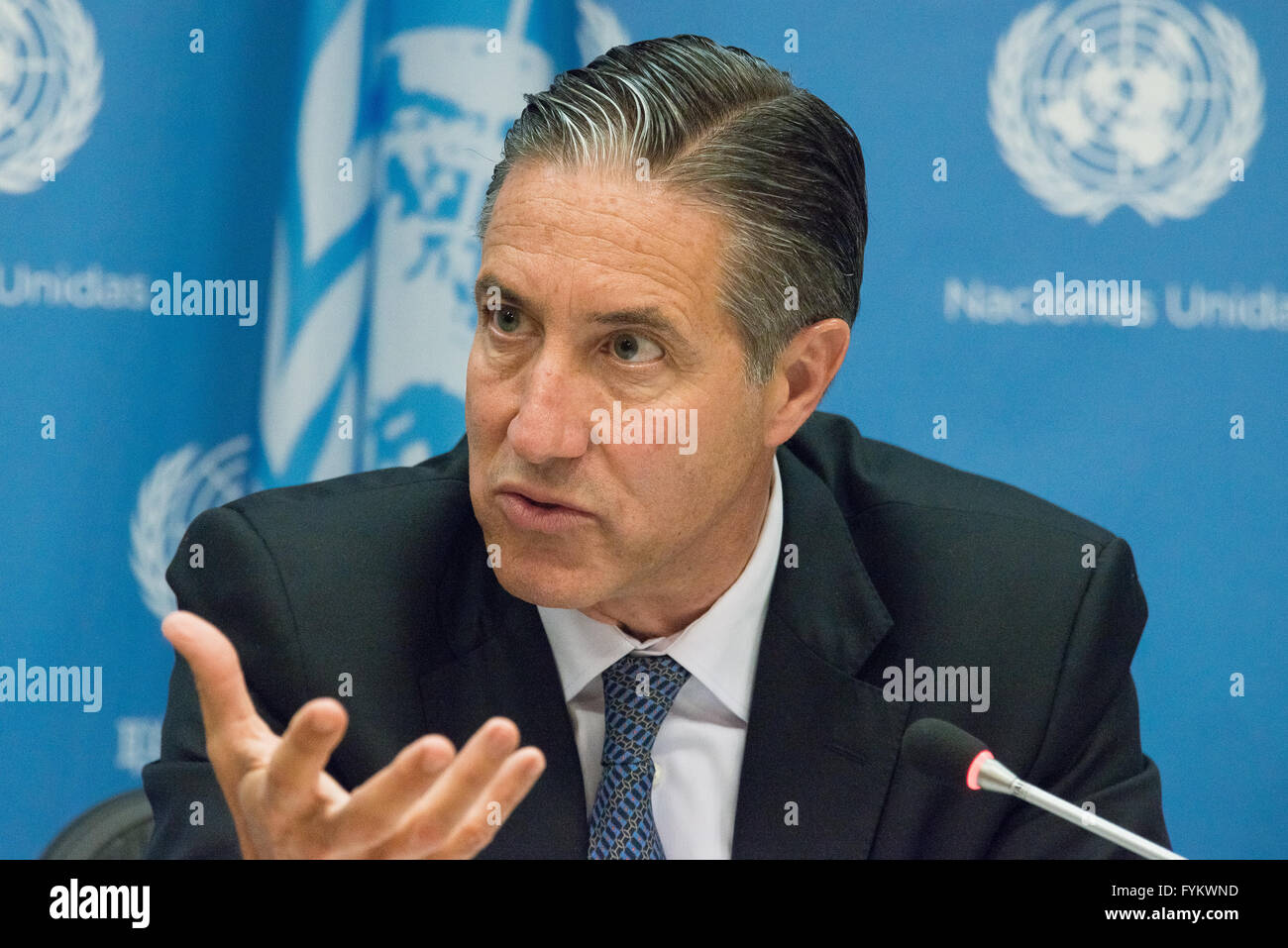 New York, United States. 27th Apr, 2016. Oscar Fernandez-Taranco responds toa member of the press. Following the - Stock Image