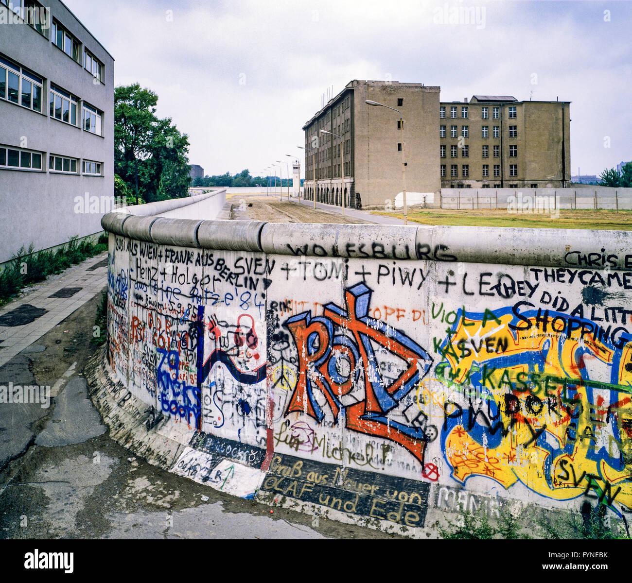 August 1986, Berlin Wall graffitis, death strip zone, East Berlin buildings, West Berlin side, Germany, Europe, - Stock Image