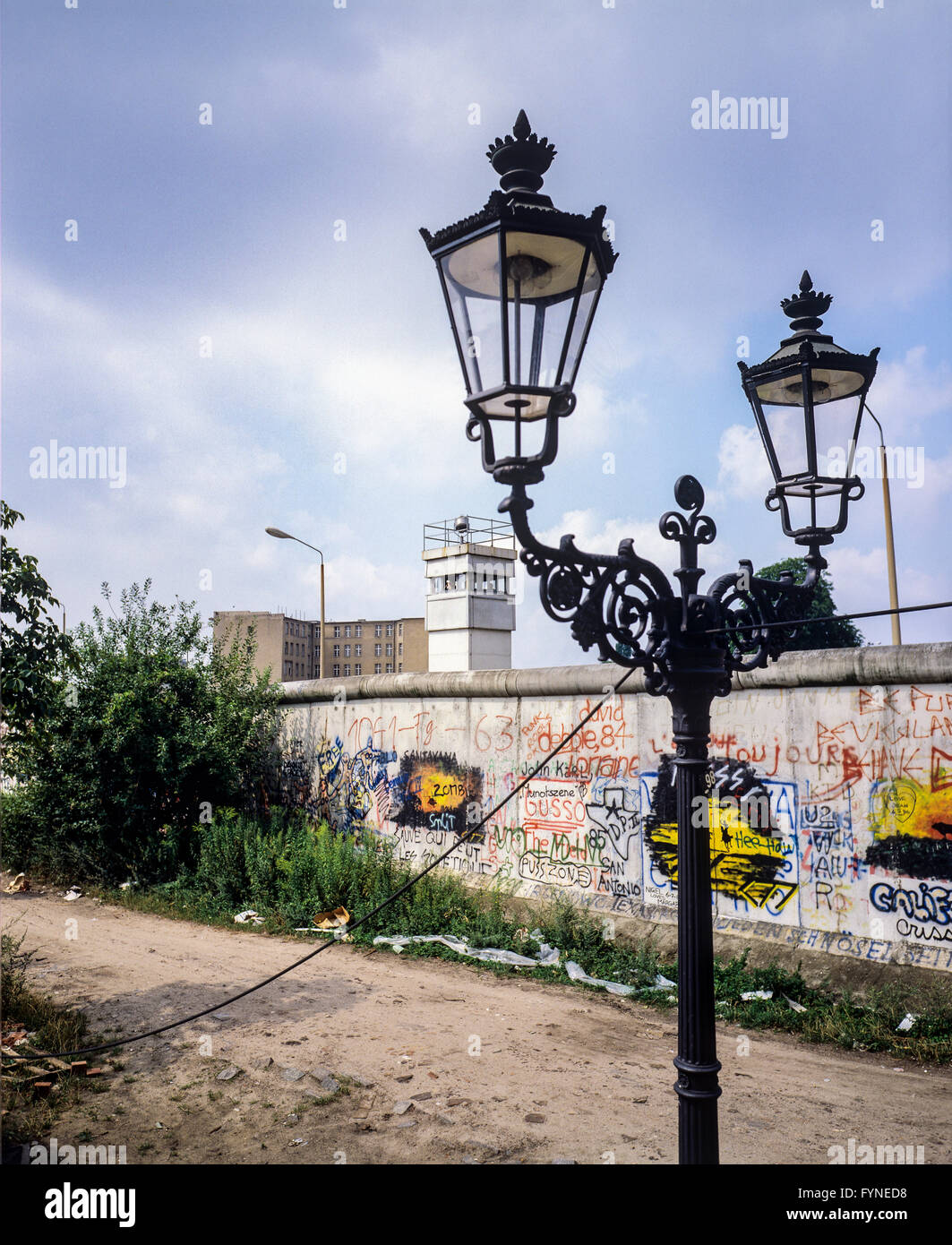 August 1986, Berlin Wall graffitis, street lamp, East Berlin watchtower, Zimmerstrasse street, Kreuzberg, West Berlin - Stock Image