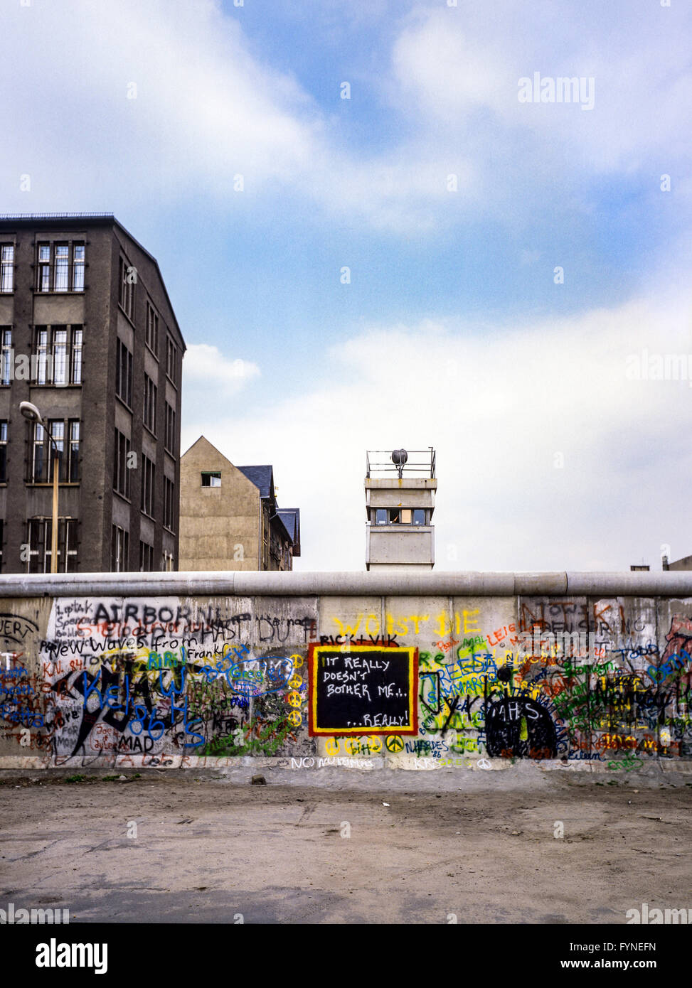 August 1986, graffitis on the Berlin Wall and East Berlin watchtower, Zimmerstrasse street, Kreuzberg, West Berlin - Stock Image