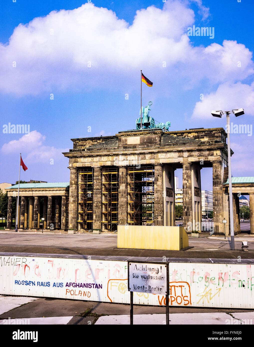 August 1986, Berlin Wall and Brandenburg Gate in East Berlin, West Berlin side, Germany, Europe, Stock Photo
