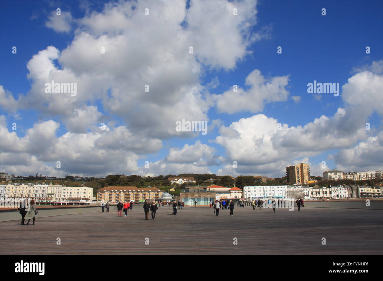 A WIDE VIEW ON A SUNNY DAY SHOWING VISITORS WALKING ACROSS THE DECKS OF THE NEWLY RESTORED AND RE-OPENED HASTINGS - Stock Image