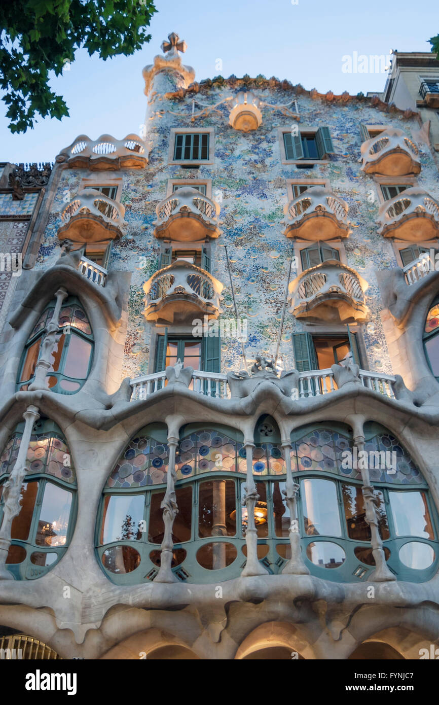 casa batllo antoni gaudi facade modernisme art nouveau stock photo 103122999 alamy. Black Bedroom Furniture Sets. Home Design Ideas