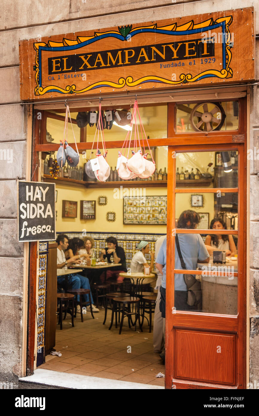 Barcelona old town center El Xampanyet Tapa bar near Picasso museum - Stock Image