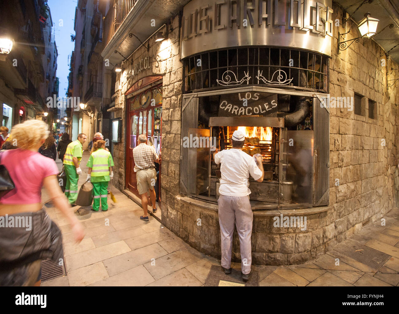Roasting chickens, Los Caracoles traditional Restaurant in historic center, Barri Gottic, - Stock Image