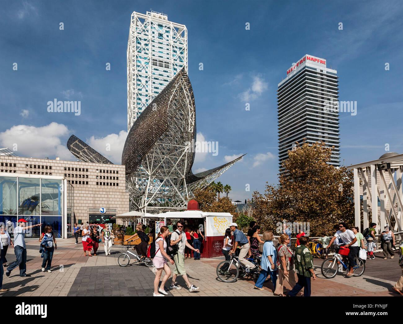 Platja de la Barceloneta Hotels Arts sculpture, Frank Gehry Passeig Maritim Promenade people Stock Photo
