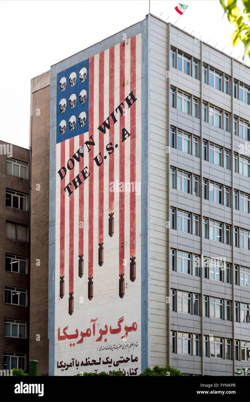 Anti-American sign from the Iranian revolution.  Falling bombs and skulls form the American flag with the saying - Stock Image
