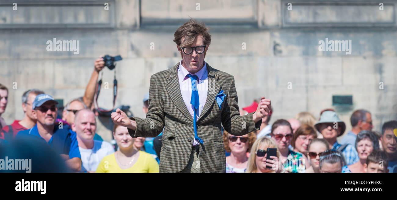 Performer at the Edinburgh Fringe - Stock Image