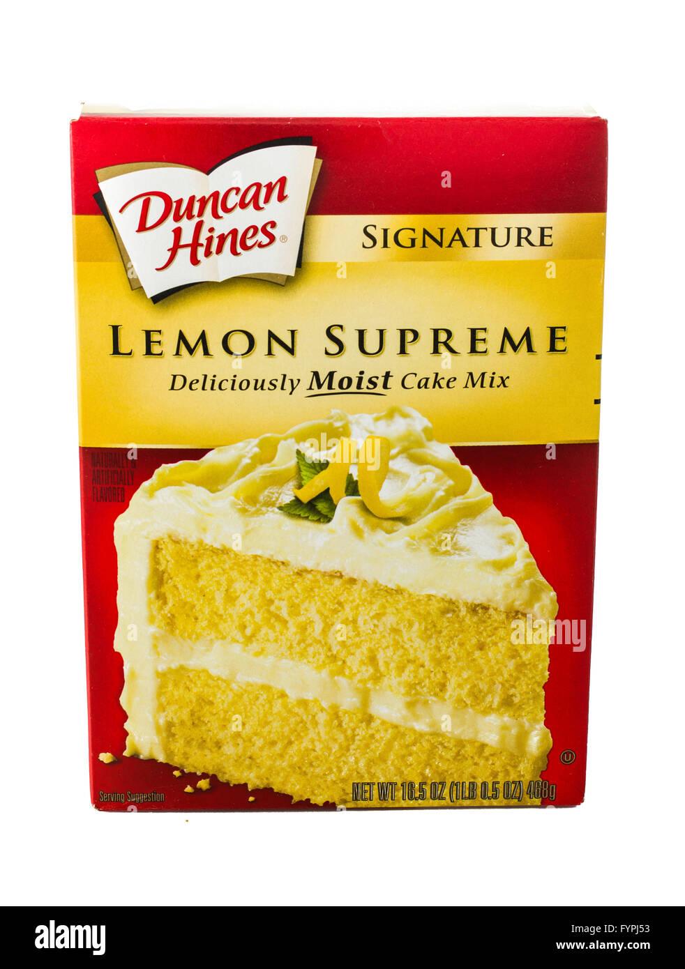 Winneconne, WI - 5 February 2015: Box of Duncan Hines Lemon Supreme cake mix. Stock Photo