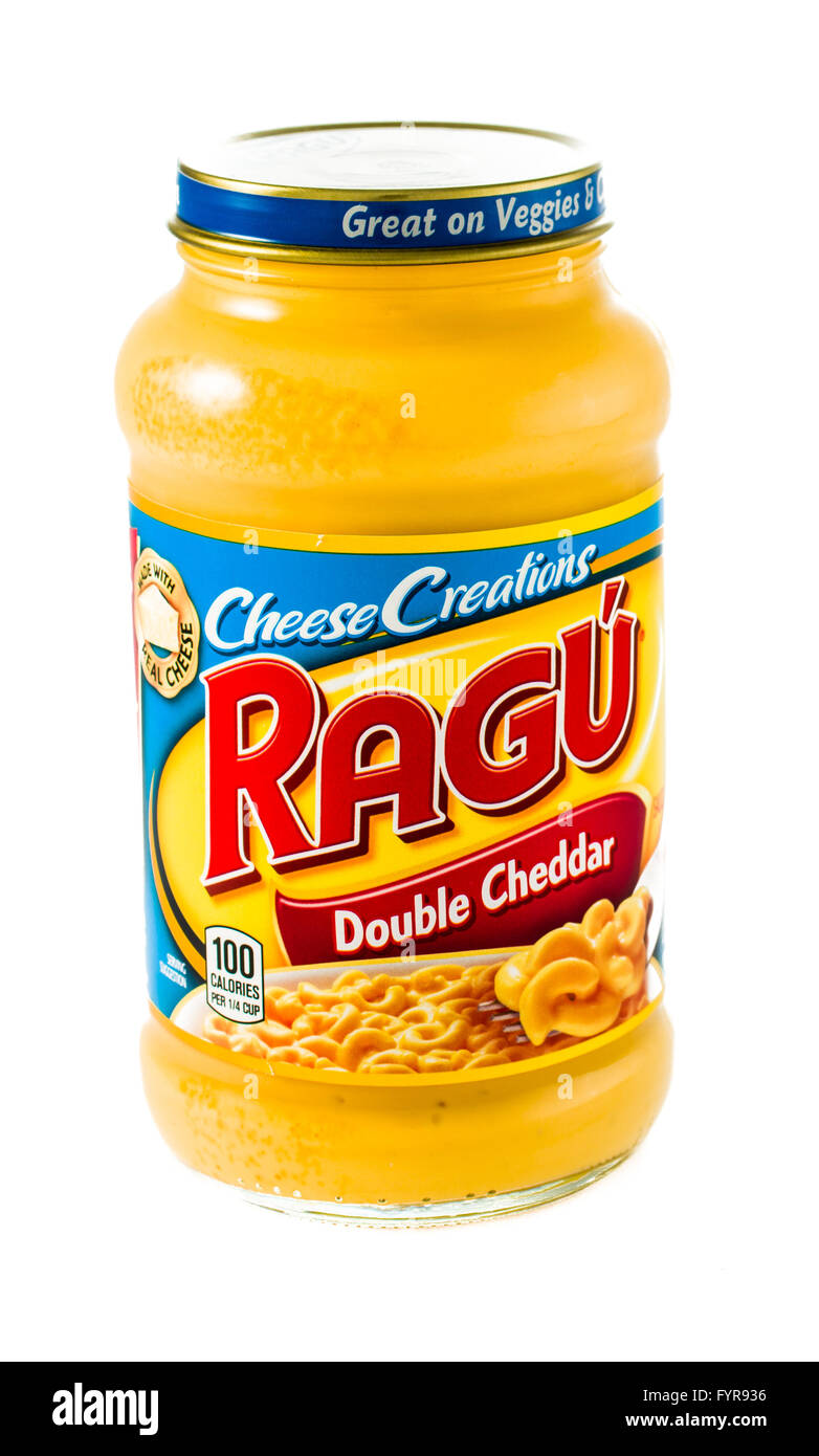 Winneconne, WI - 5 February 2015: Jar of Ragu Double Cheddar Cheese Creations. - Stock Image