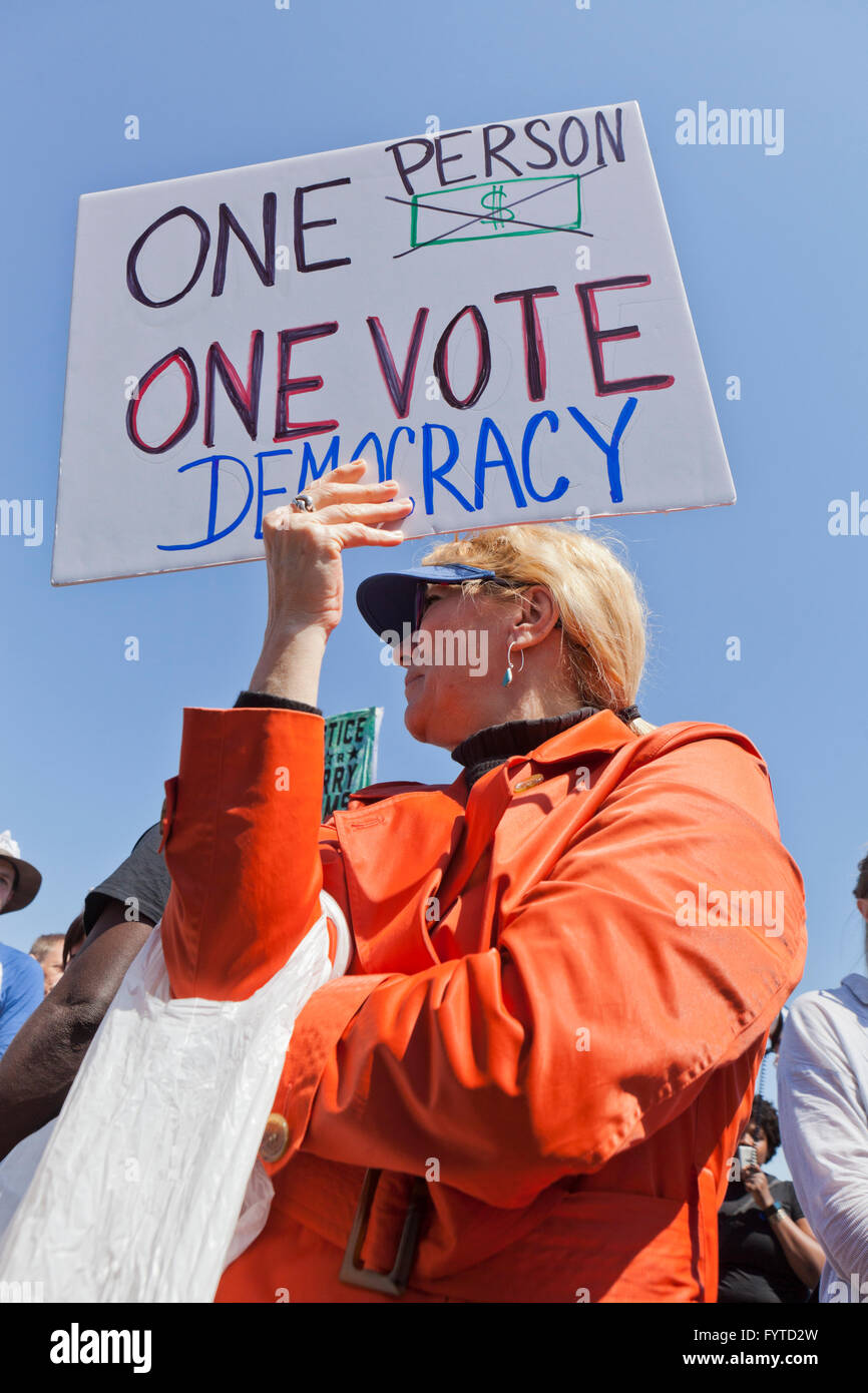 Washington, DC, USA. 11th April, 2016. Democracy Spring activists protest and march to the Capitol building over - Stock Image