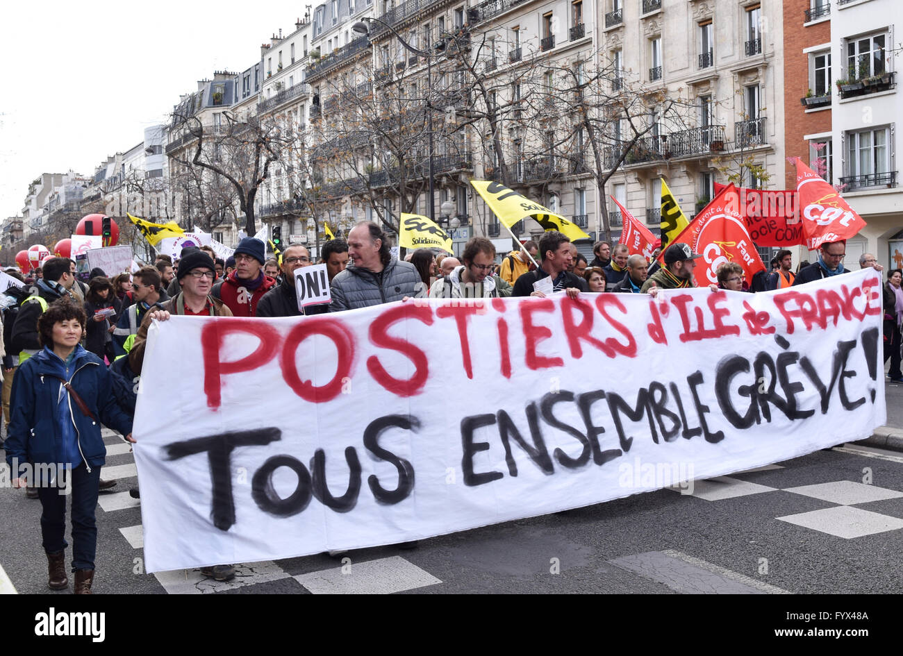 Paris, France. 28th Apr, 2016. Demonstrators march in protest against French government's reform of the labor code, Stock Photo