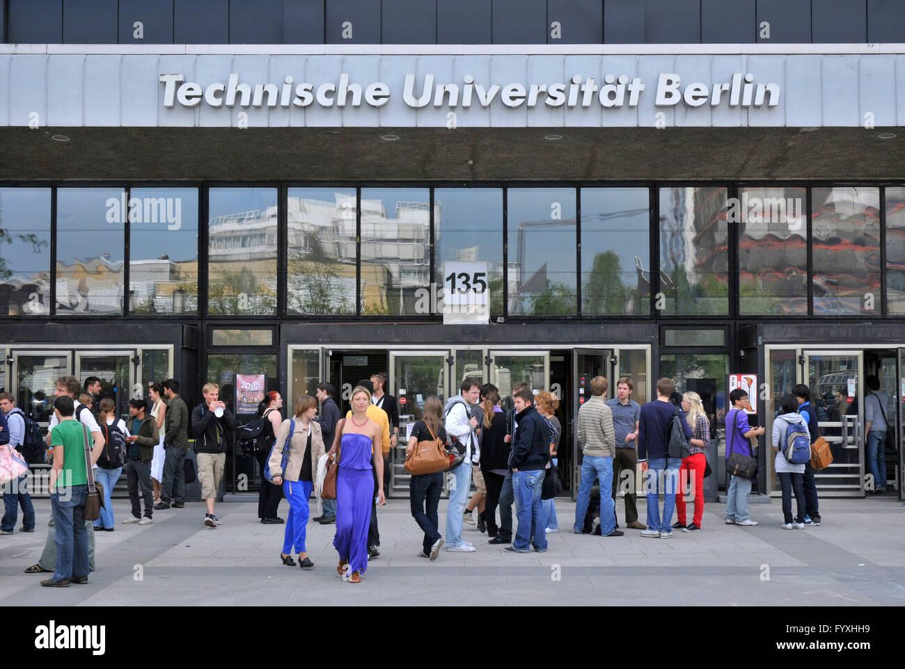 Students, main building, Berlin Institute of Technology, Strasse des 17. Juni, Charlottenburg, Charlottenburg-Wilmersdorf, - Stock Image
