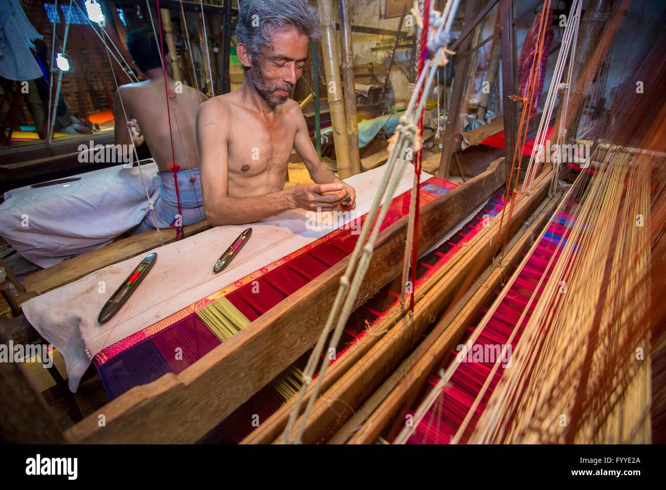 Md. Vola (50 years) a Benarashi Palli worker © Jahangir Alam Onuchcha/Alamy - Stock Image