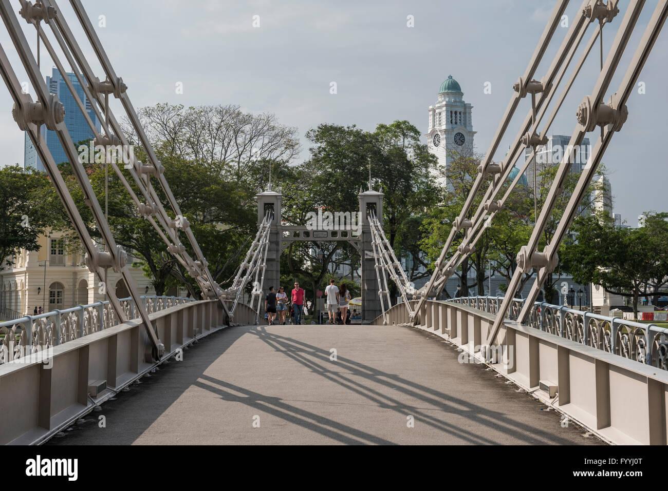 Cavenagh Bridge Spanning the Singapore River near the Fullerton Hotel, Singapore - Stock Image