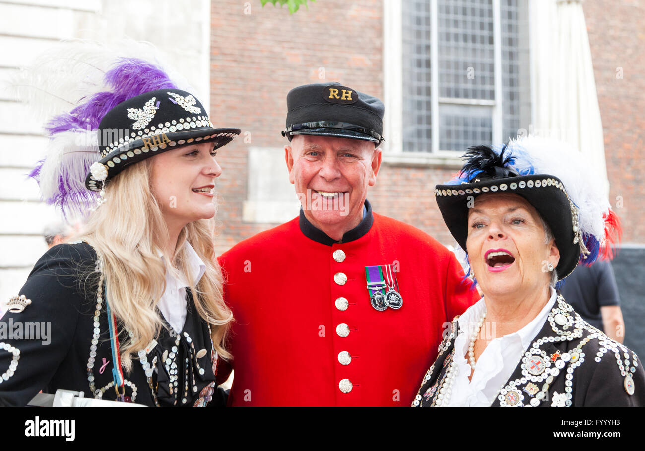 A Chelsea Pensioner (m) with Charlotte Bennett, the Pearly Princess of Woolwich (l), and  Gwen Jones, Pearly Queen - Stock Image