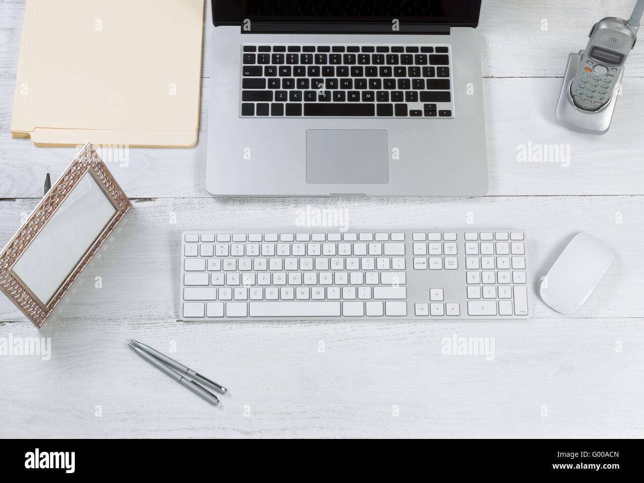 Organized desktop setup for efficiency - Stock Image