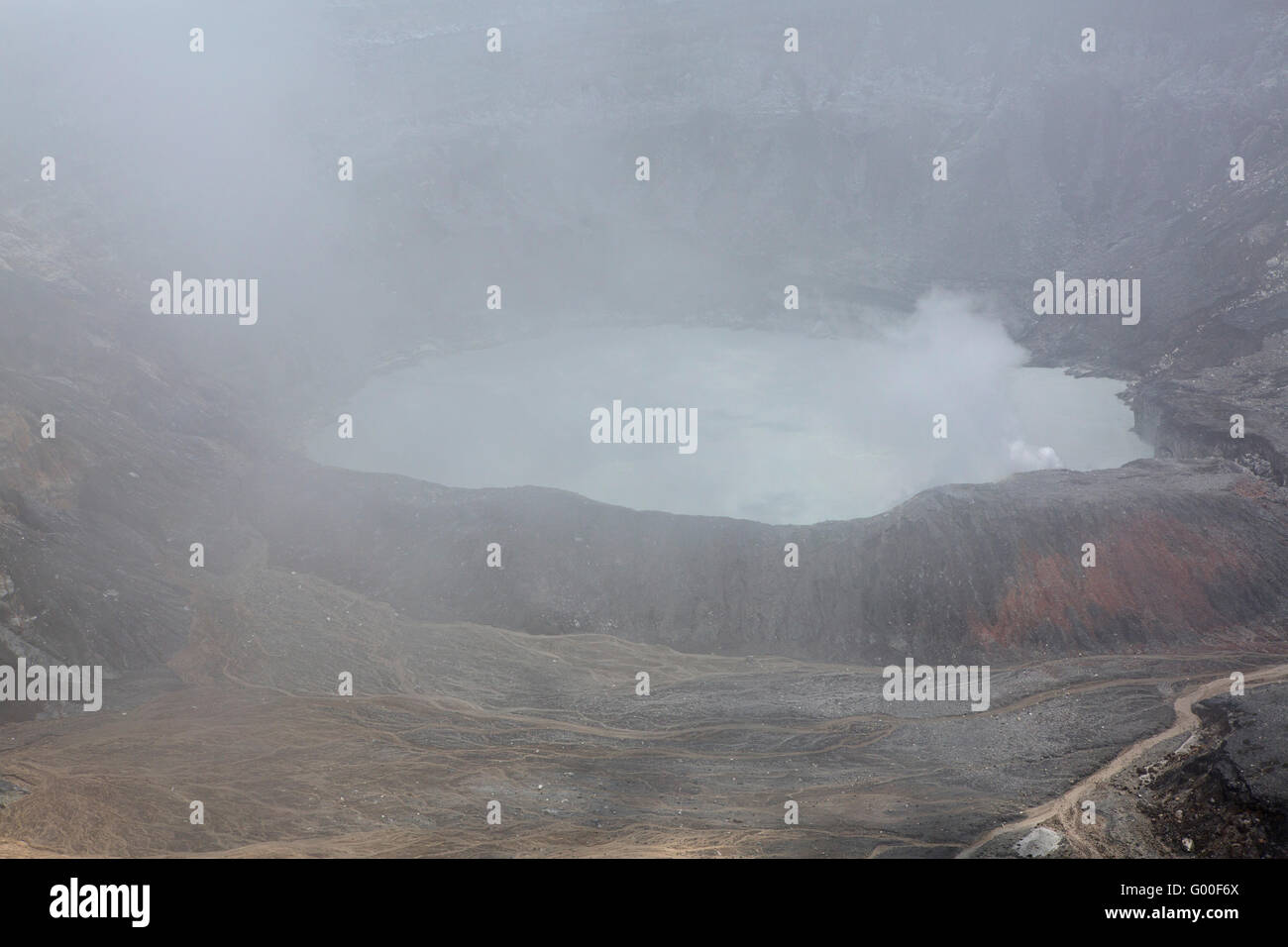 Cloud obscures the view of the crater of Poas Volcano in Parque Nacional Volcan Poas (Poas Volcano National Park) - Stock Image