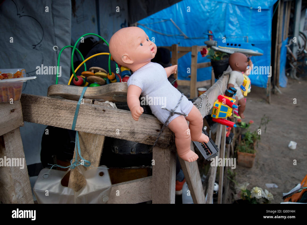 France, Calais. 'Jungle' camp for refugees. Some Sudanese have decorated their shelter with children's - Stock Image