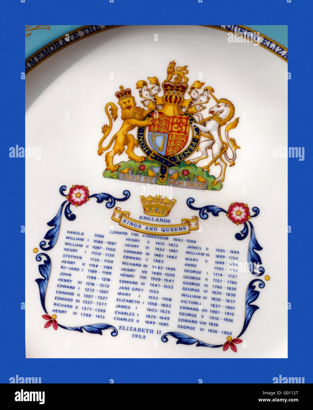 HM Queen Elizabeth 2nd commemorative plate with official coat of arms and list of all monarchs from King Harold - Stock Image