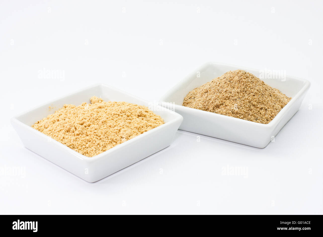 Kardamompulver und Ingwerpulver, cardamom powder and ginger powder - Stock Image