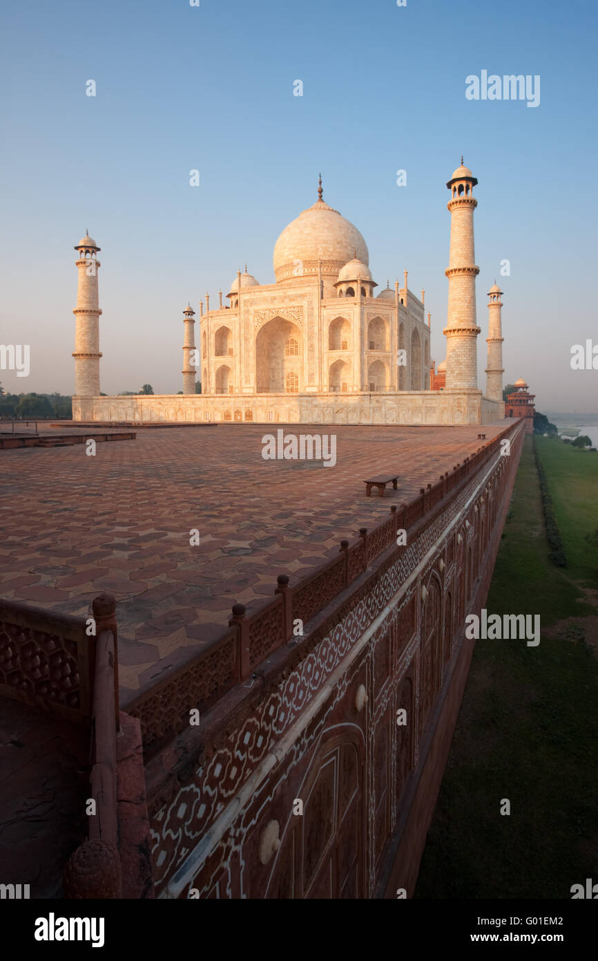 Empty Taj Mahal, Wall and River Bank at Sunrise - Stock Image