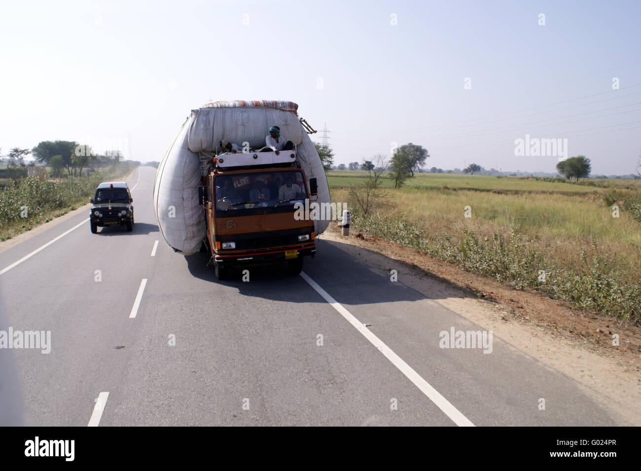 indischer Lasten und Personentransport / Indian loads and passenger transportation - Stock Image