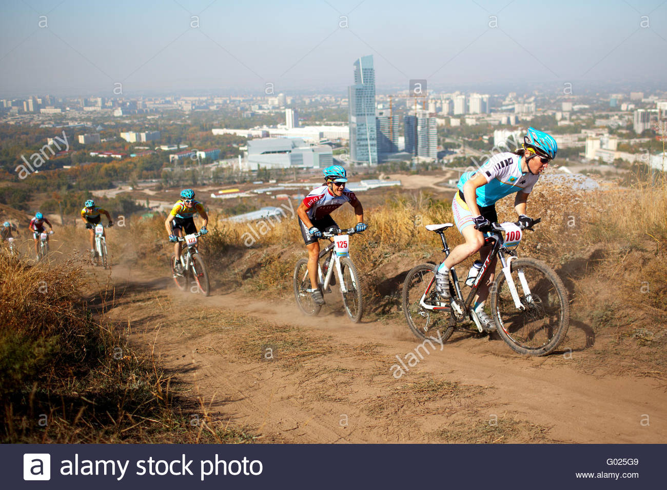 Mountain bike competition on rural road in megapolis - Stock Image