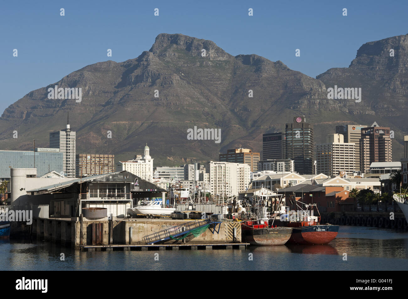 port of Cape Town against the Devil's Peak - Stock Image