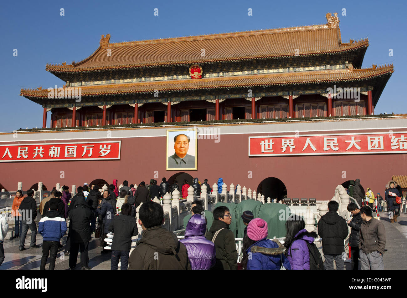 Crowd of tourists at the Tiananmen Gate, Beijing - Stock Image