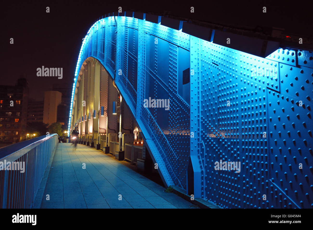 pedestrian way along the metallic arc structure of - Stock Image